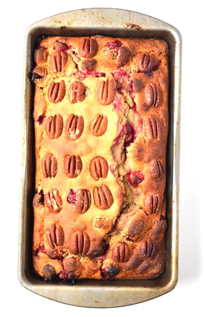 amanda-hernandez-cranberry-pecan-banana-bread